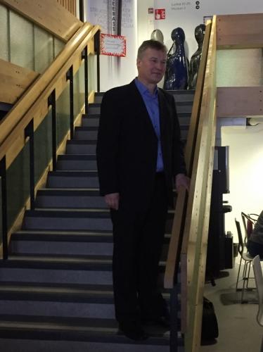 Lahden konservatorion rehtori Eero Pulkkinen toivottaa osallistujat tervetulleeksi