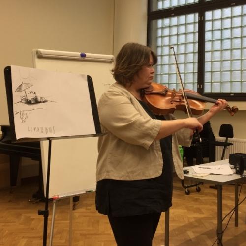 Pirkko Simojoki ilahdutti ja inspiroi Aurinko-laulusta Akatemiaan -luennollaan